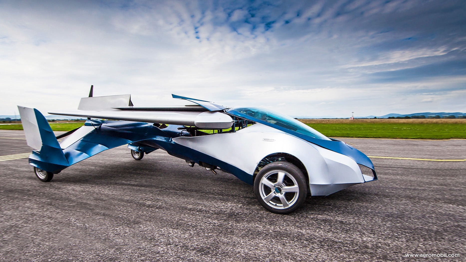 AeroMobil-The Flying Car is the Most Awaited Invention